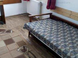 Apartament 3 camere in casa zona Centrala