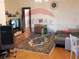 Apartament cu 3 camere de vânzare în zona Mosilor