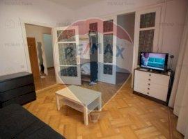 Apartament cu 3 camere de vânzare în zona Universitate