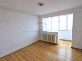 Apartament cu 3 camere de vânzare în zona Mihai Bravu