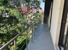 Apartament 2-3 camere de vanzare , mansarda ,bloc nou, Piata Muncii