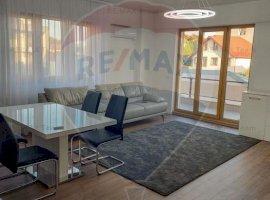 Apartament cu 3 camere de vânzare în zona Damaroaia