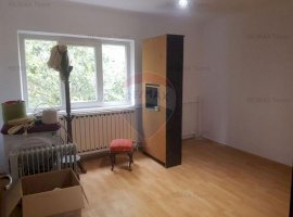 Apartament cu 3 camere de vanzare in zona Rahova