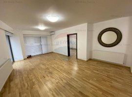 Apartament cu 3 camere de vânzare în zona Aviatorilor