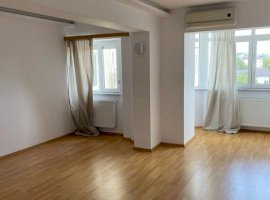 Apartament 3 camere, decomandat, etaj intermediar in zona Pacurari