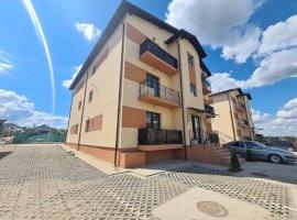 Apartament cu 3 camere+curte 20mp + 2 balcoane zona Capat Cug