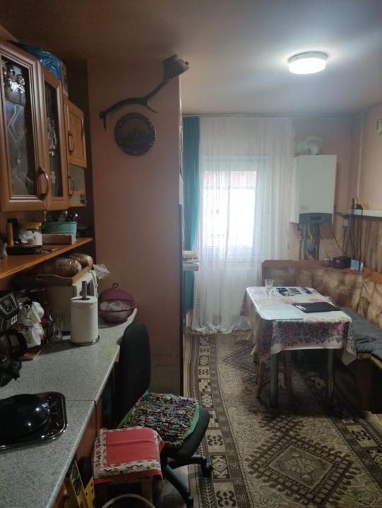 Apartament decomandat cu 3 camere, Lipovei