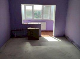Apartament decomandat cu 3 camere, zona Lipovei