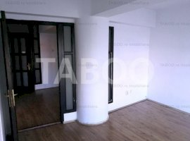 Spatiu comercial etaj 1 compus din 8 birouri 2 bai in Sibiu Turnisor