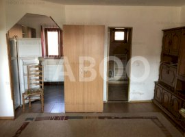 De inchiriat garsoniera la casa etaj 1 Sibiu zona Tineretului