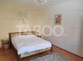 Apartament de vanzare 3 camere 2 bai 2 bucatarii Centru Istoric Sibiu